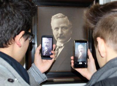 Humanista z telefonem w dłoni – technologia, wirtualna rzeczywistość i eksperymenty w nauczaniu przedmiotów humanistycznych